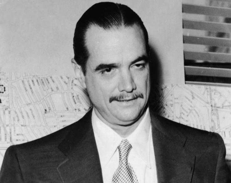 howard-hughes-eccentric-rich-people