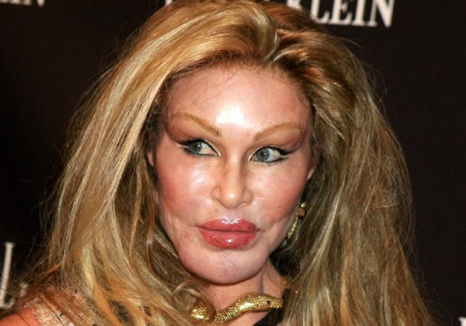 jocelyn-wildenstein-eccentric-rich-people